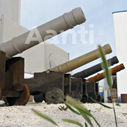 Cañones de hormigón con diferentes acabados metálicos y oxidados